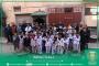أطفال جمعية شباب أزرو للتيكواندوا يغادرون فضائهم الرياضي لمشاركة عمال النظافة في تنظيف أحيائهم