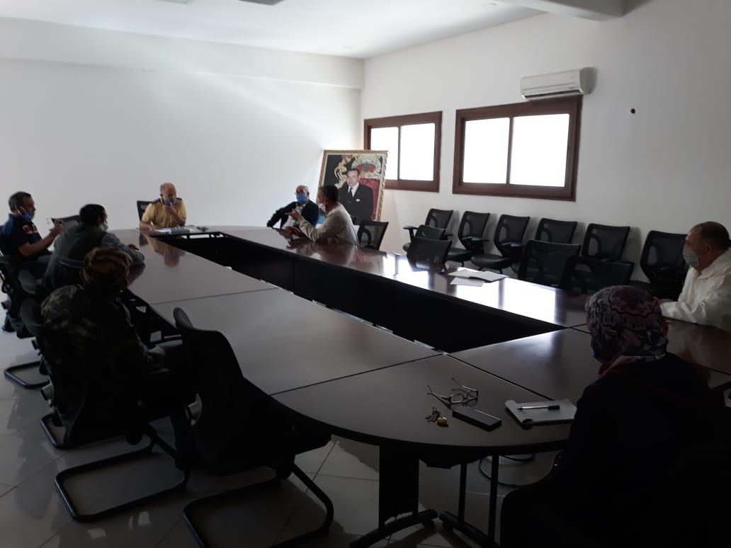 النائب الأول لرئيس المجلس يعقد إجتماعا مع ممثلي سوق الطماطم بأيت ملول لتدارس الإجراءات الفعلية والعملية قصد ضمان الإستغلال المنظم لهذا المرفق