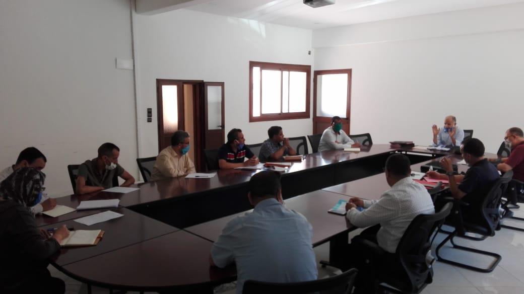 النائب الأول لرئيس جماعة أيت ملول يجتمع برؤساء الأقسام والمصالح بعد استكمال تنزيل الهيكل التنظيمي الجديد للجماعة