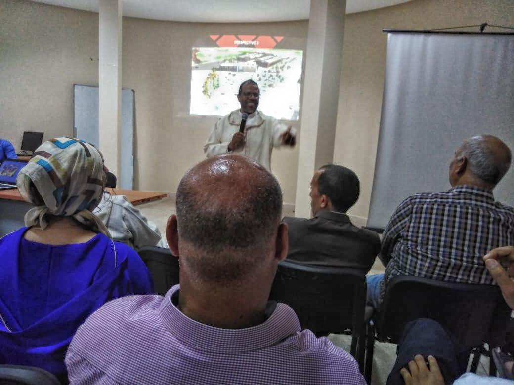 المجلس يقدم عرضا هندسيا لمشروع بناء مقر الجماعة في لقاء تواصلي مع المنتخبين