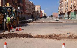 أشغال تقوية الطرق الداخلية بمختلف أحياء مركز جماعة ايت ملول.