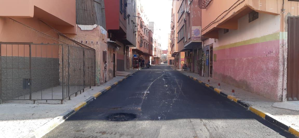 أشغال تقوية الطرق بحي بوزاليم - تمزارت بأيت ملول